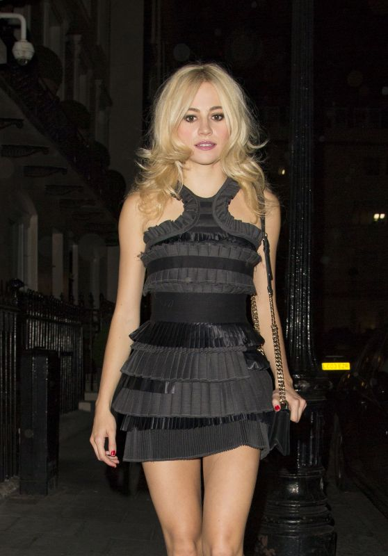 Pixie Lott - Leaving The Haymarket Theatre, London 9/1/2016