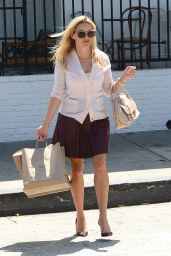 Reese Witherspoon Casual Style - Leaves Au Fudge in LA 9/2/2016