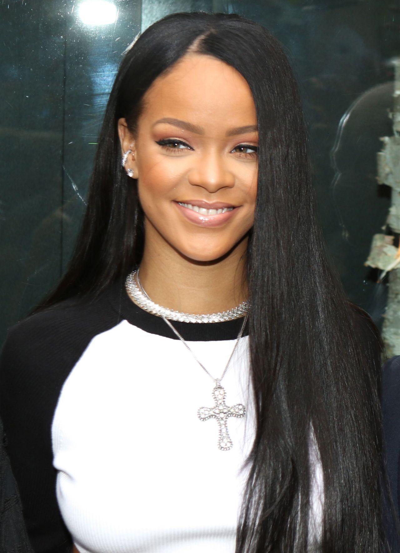 Rihanna Arrives For Fenty Puma X Rihanna Debut In Nyc 9 6 2016