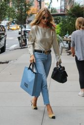 Rosie Huntington-Whiteley Casual Style - Shopping in Soho, September 2016