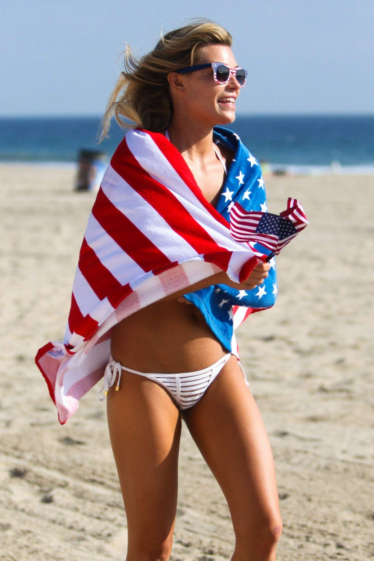 66b88bfdc7a Samantha Hoopes Hot in Bikini on the Malibu Coast 9/4/2016
