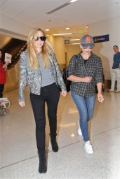 Sarah Michelle Geller - Arrives at LAX in Los Angeles 9/1/2016