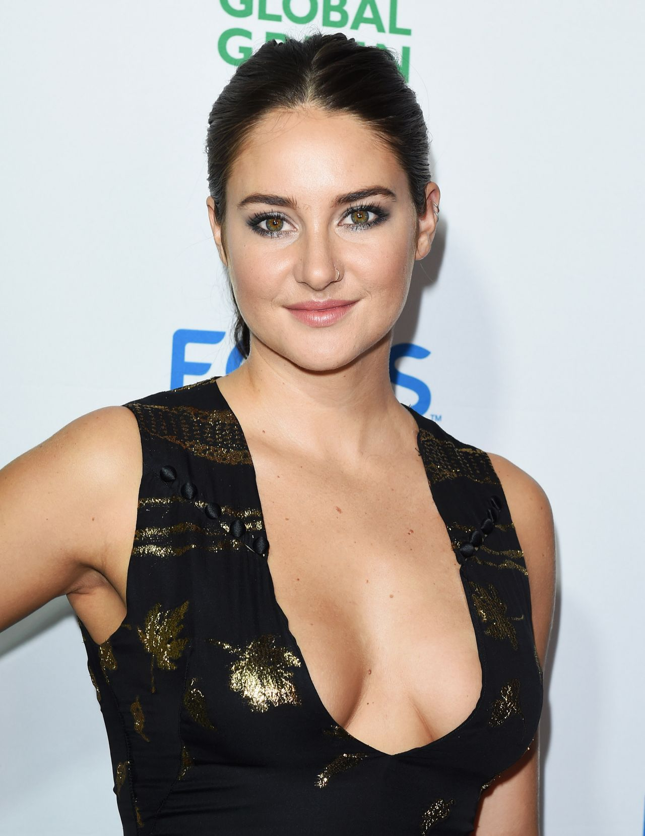 Shailene woodley sexy and hot legs in tv show 8