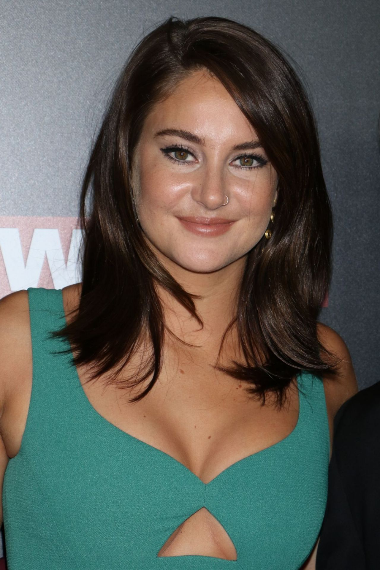 Shailene Woodley On Red Carpet Snowden Premiere In New