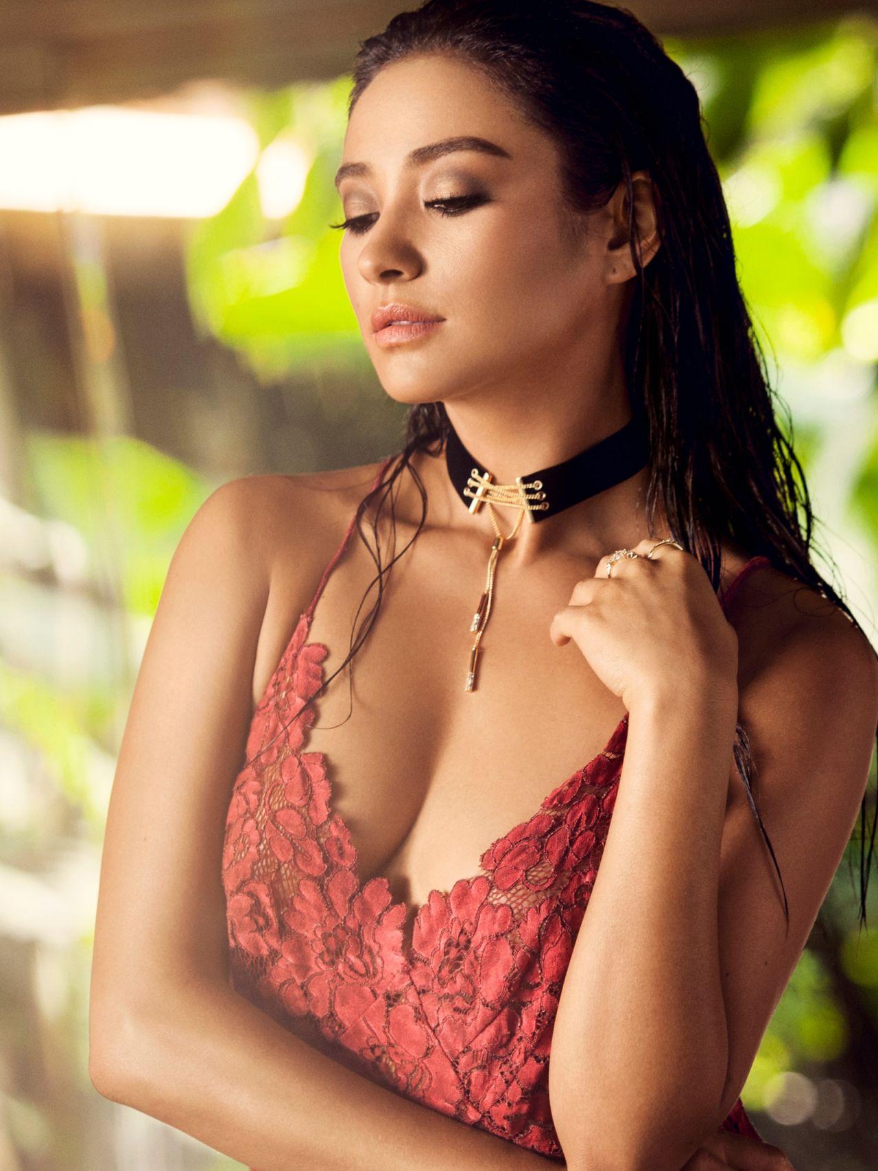 Shay Mitchell Baublebar Jewelry 2016