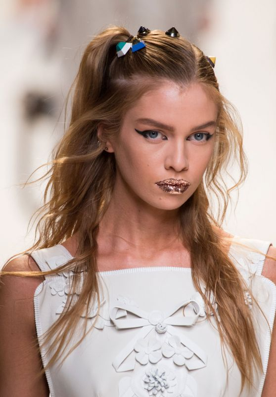 Stella Maxwell - Fendi S/S 2017 Show in Milan, September 2016