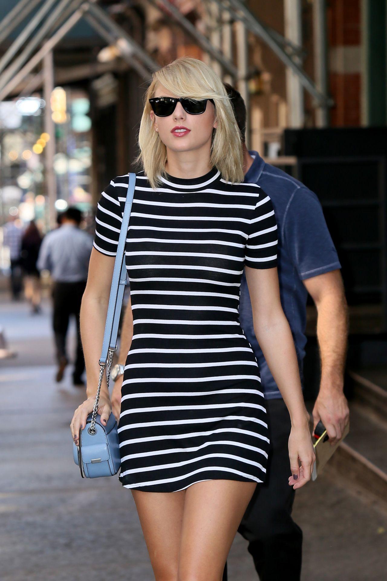 Taylor Swift in Mini D...