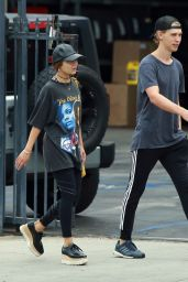 Vanessa Hudgens Street Style - Running Errands in Studio City 9/20/2016