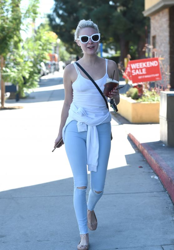 Alessandra Torresani - Out For an Iced Tea on a Sunny Afternoon, Los Angeles 10/10/2016