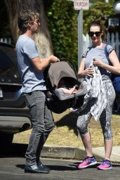 Anne Hathaway in Leggings - Los Angeles, September 2016