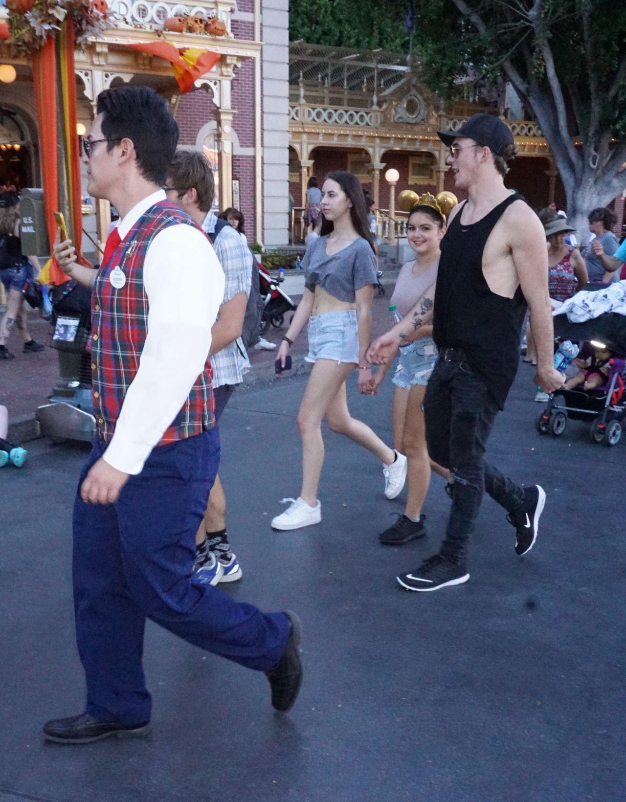 Ariel Winter At Disneyland In Anaheim 9 30 2016