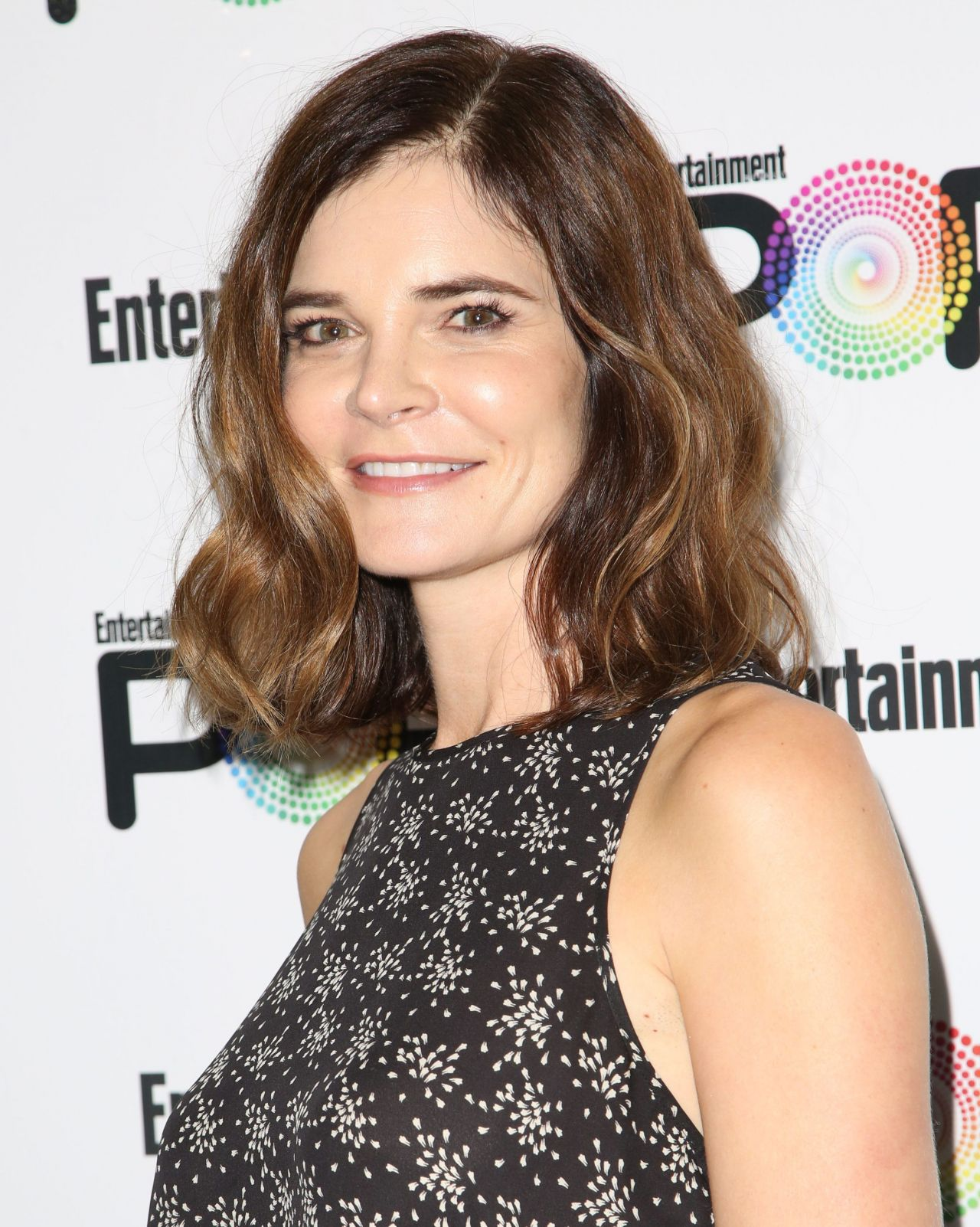 betsy brandt entertainment weekly popfest in los angeles 10 30 2016. Black Bedroom Furniture Sets. Home Design Ideas