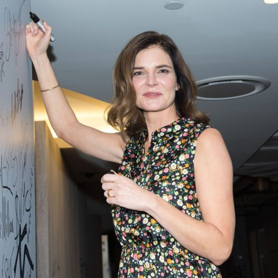 betsy-brandt-life-in-pieces-at-aol-build-speaker-series-in-nyc-10-26-2016-2