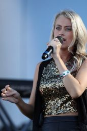Brooke Eden - Performs at Route 91 Harvest Festival Day 3 in Las Vegas 10/2/2016