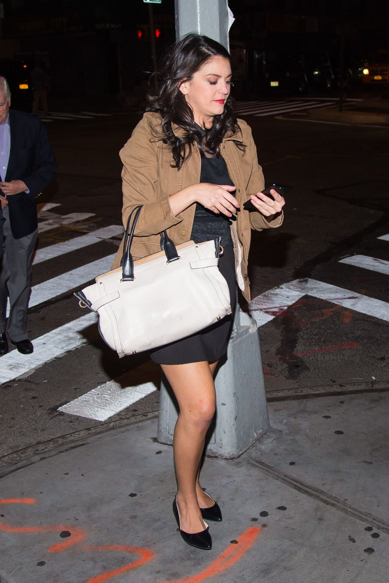 Cecily Strong Aarrives At The Saturday Night Live 42nd