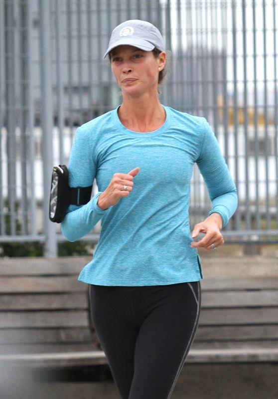 Christy Turlington - Jogging in Manhattan