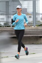 Christy Turlington - Jogging in Manhattan