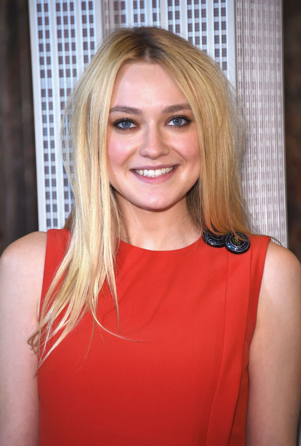 Dakota Fanning - Light...