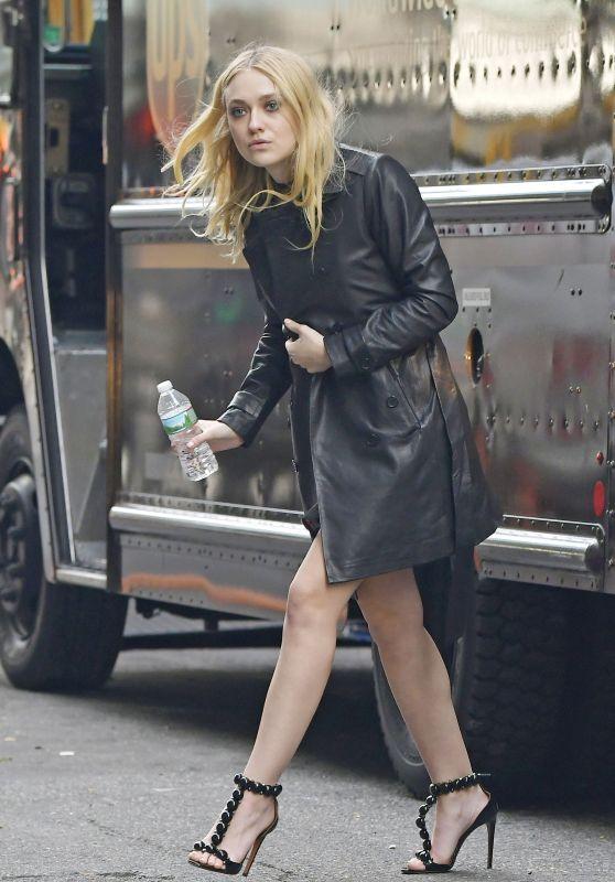 Dakota Fanning Ocean S 8 Set In New York City 10 26 2016