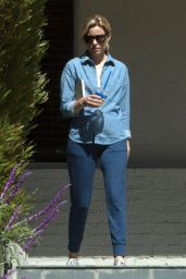 Elizabeth Banks Casual Style - Out in Los Angeles 10/3/2016