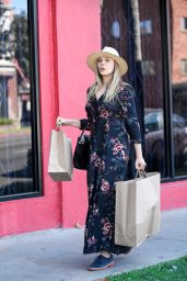 Elizabeth Olsen - Shopping in Los Angeles 10/9/2016