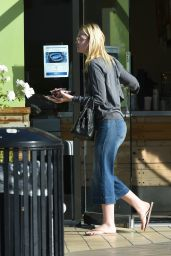 Elle Fanning at Jamba Juice in Los Angeles 10/6/2016