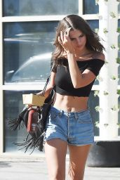 Emily Ratajkowski in Jeans Shorts - Out in Los Angeles - 10/20/2016