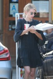 Emma Roberts - Picks Up Some Lunch in Los Angeles 10/4/2016