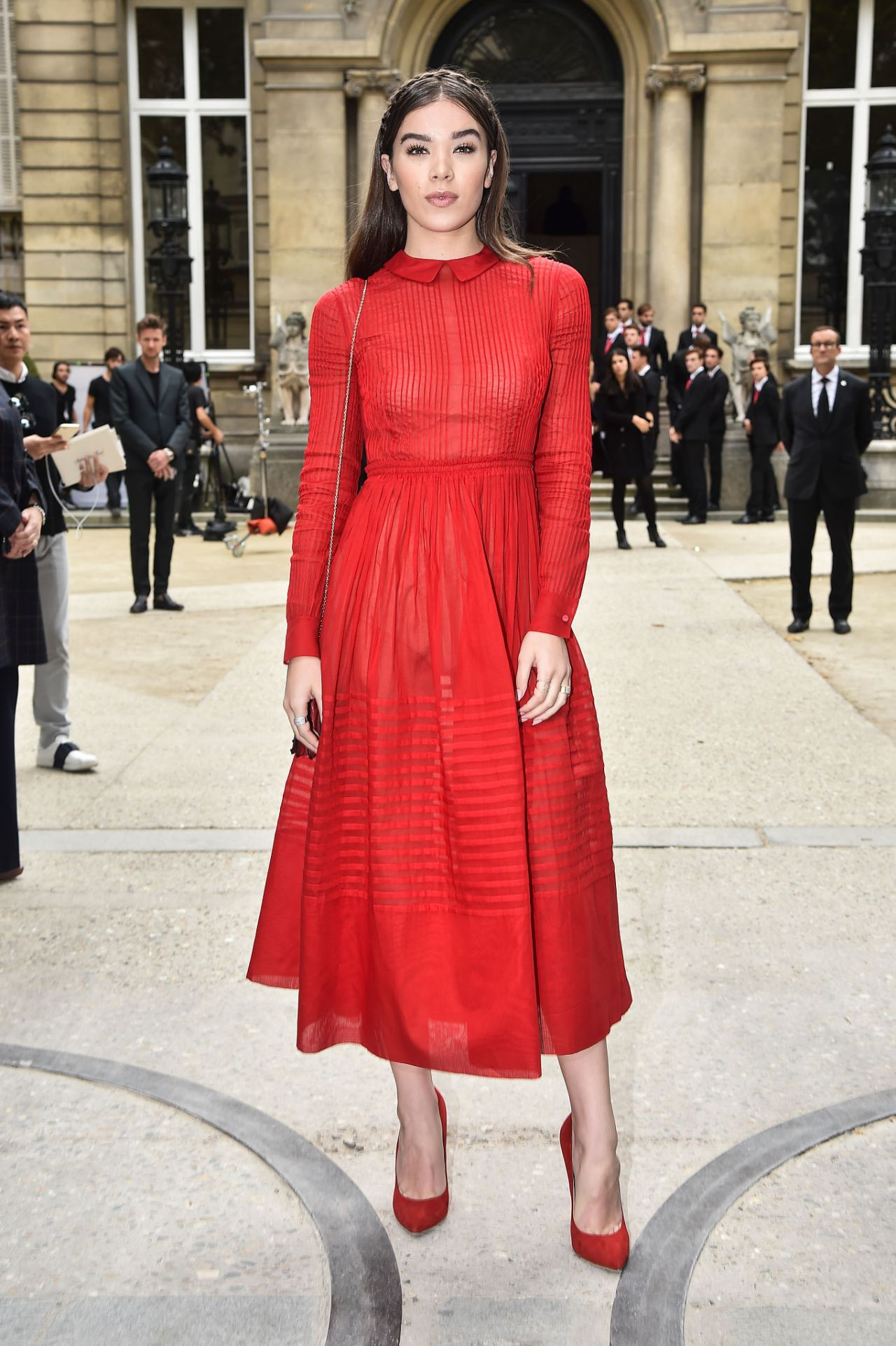 Hailee Steinfeld Valentino Show At Paris Fashion Week 10