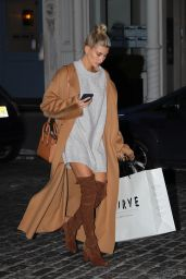 Hailey Baldwin - Shopping in Soho in NYC 10/23/2016