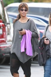 Halle Berry - Shopping Spree at Gymboree in Santa Monica, October 2016