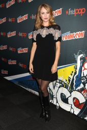 Hannah New at New York Comic Con 10/7/2016