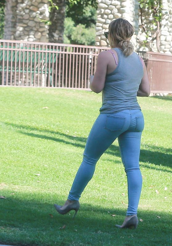 Hilary Duff at Coldwater Canyon Park in Beverly Hills 10/21/ 2016