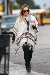 Hilary Duff - Stops to Get Her Morning Coffee on a Rainy Day in Studio City, 10/17/2016