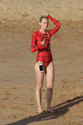 Jaime King Candids - Hawaii 10/23/2016