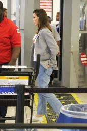 Jennifer Garner Travel Outfit - Arrives to LAX Airport 10/10/2016
