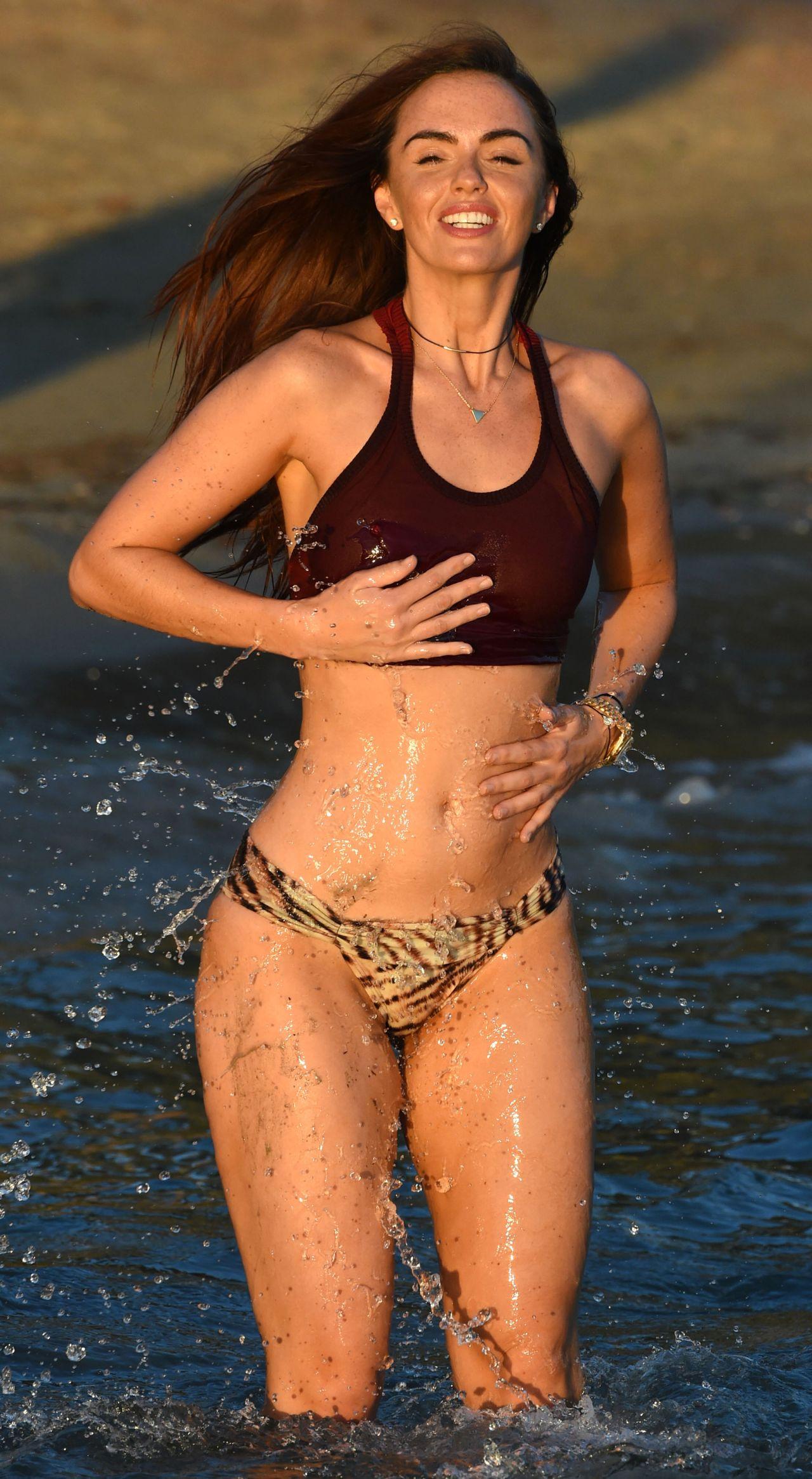 Jennifer nettles bikini pics