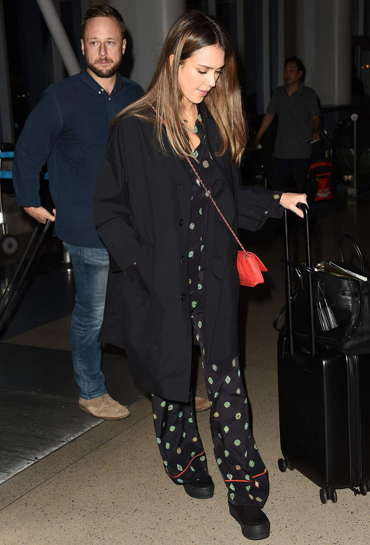 http://celebmafia.com/wp-content/uploads/2016/10/jessica-alba-at-lax-airport-in-los-angeles-10-18-2016-9.jpg