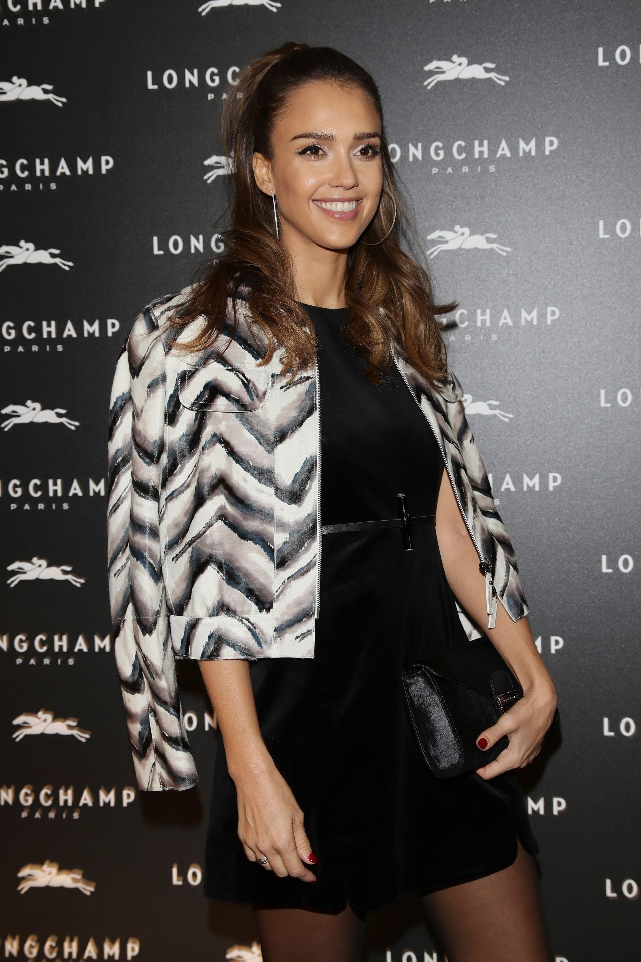 http://celebmafia.com/wp-content/uploads/2016/10/jessica-alba-longchamp-cocktail-at-paris-fashion-week-10-04-2016-3.jpg