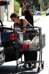 Jessica Alba - Shopping at Bristol Farms in Beverly Hills 10/9/2016