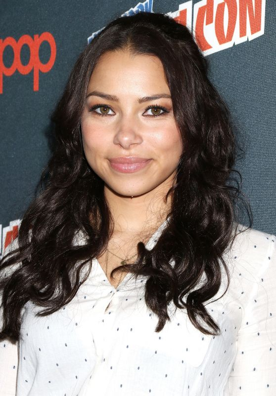 Jessica Parker Kennedy at New York Comic Con 10/7/2016