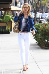Josie Davis Casual Style - Shopping in Beverly Hills 10/12/2016
