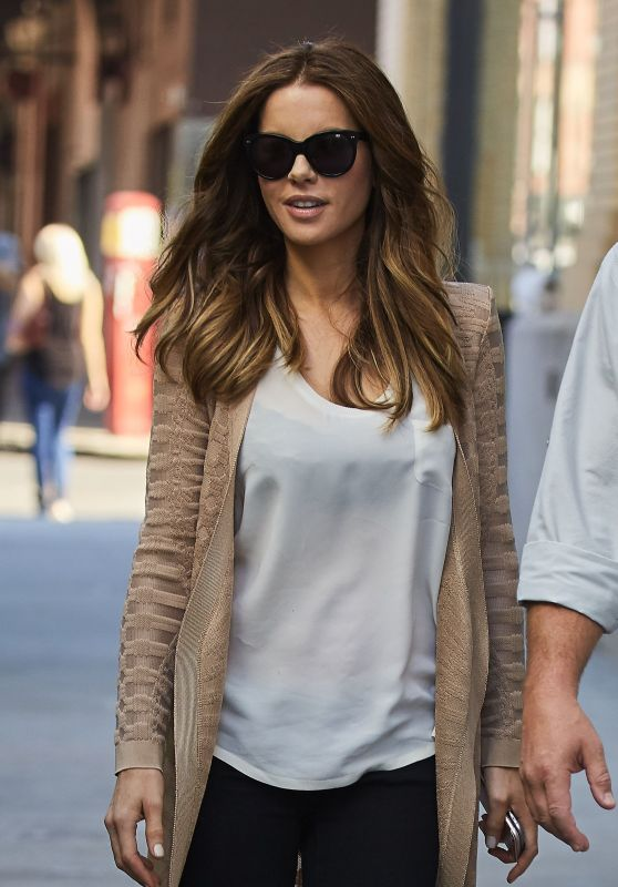 Kate Beckinsale Wearing a Brown Sweater While On Set in New York City 10/19/2016