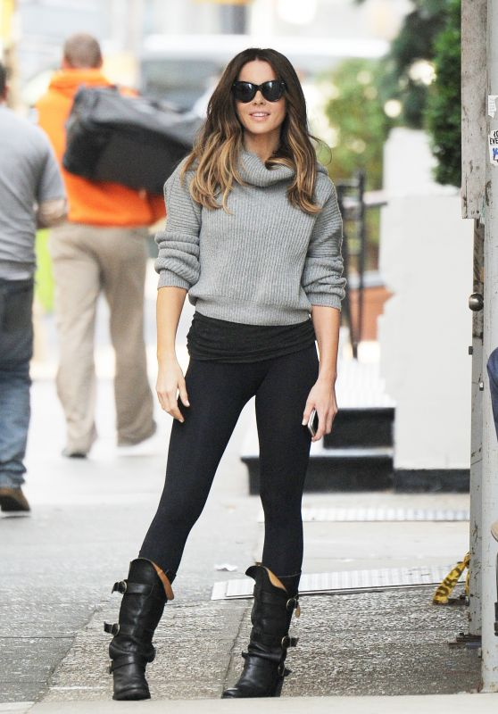 Kate Beckinsale Wearing Leggings - Rehearsing on Set in New York City 10/12/2016