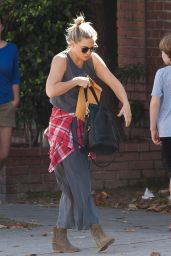 Kate Hudson Street Style - Running Errands in Los Angeles 10/03/ 2016