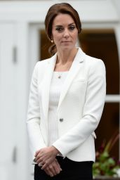 Kate Middleton - Visits the Cridge Centre for the Family in Victoria, Canada 10/1/2016