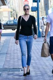 Kate Upton Casual Style - Spotted at a Rite Aid Pharmacy in Beverly Hills 10/3/2016