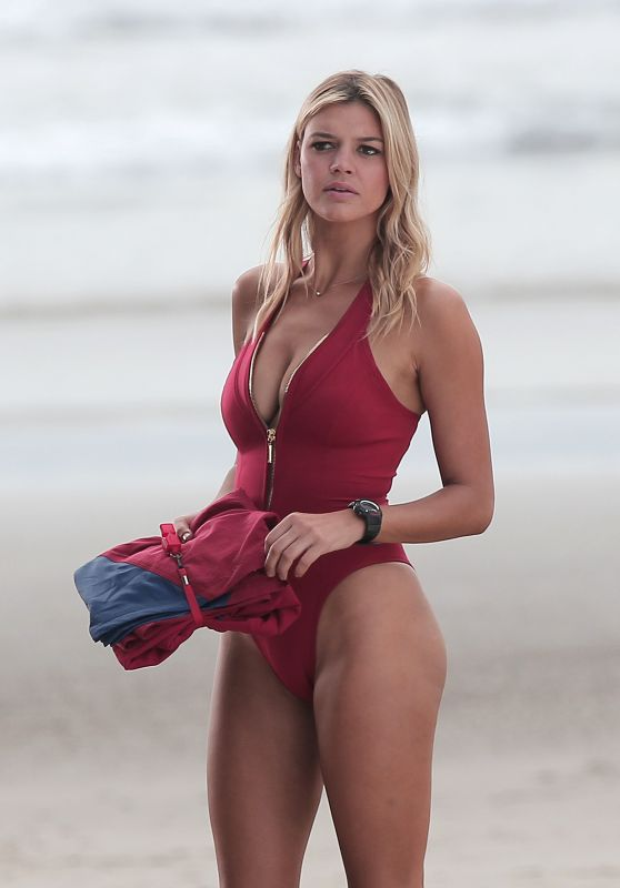 Kelly Rohrbach Filming Scenes for 'Baywatch' - Venice ...