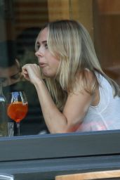 Kimberley Garner - Enjoys a Lunch in London 10/5/2016