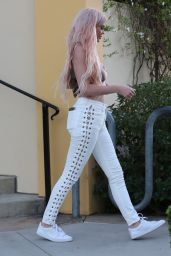 Kylie Jenner Chic Outfit - Leaving Sugarfish Sushi in Calabasas, October 2016